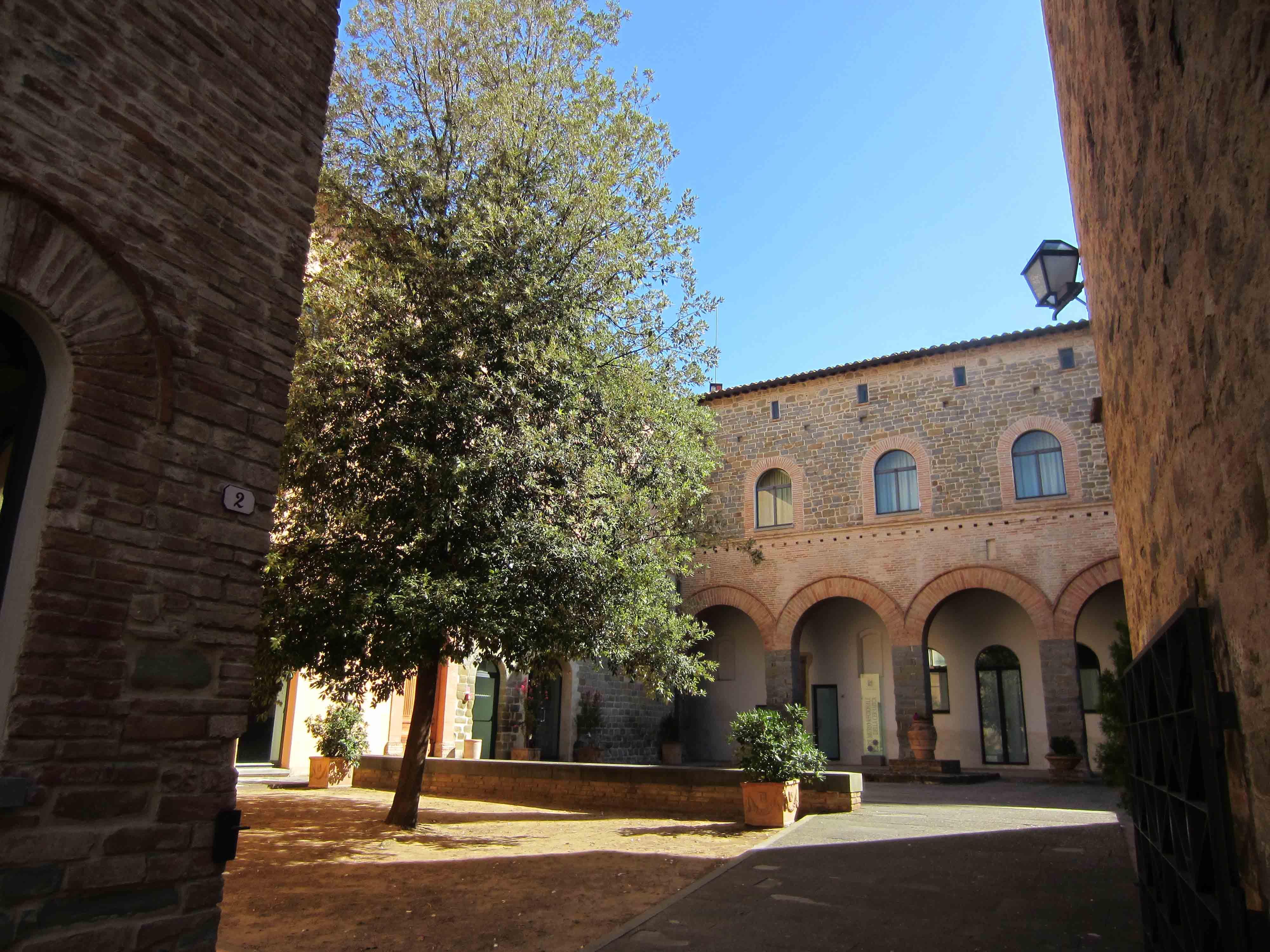Museo Regionale Della Ceramica Di Deruta.Panoramica A 360 Di Un Piccolo Comune Ricco Di Storia